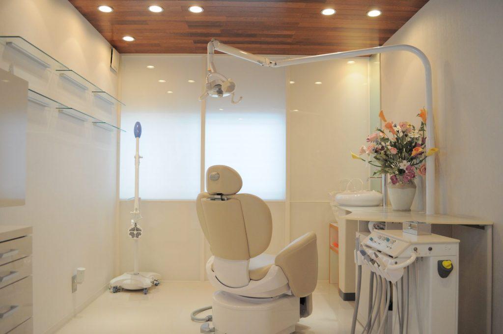 あいはら歯科医院の外観と内装のデザイン